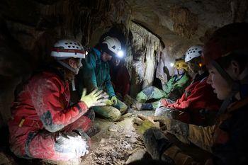 Zgornje Sevškova rupa navdušuje, Tajna jama ostaja zaprta