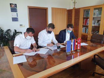 Pogodba z zasebnim partnerjem za projekt javne razsvetljave je podpisana