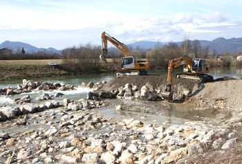 Obnova kamnite drče za večjo poplavno varnost
