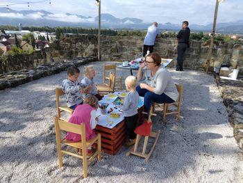 Utrinki z ustvarjalne delavnice za otroke na gradu Komenda