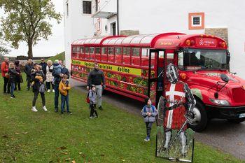 Grad Komenda je obiskalo atraktivno vozilo z žalske BUSture
