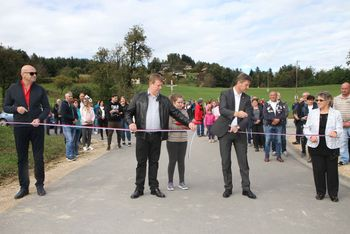 Odprtje ceste in blagoslov obnovljenega križa v Založah
