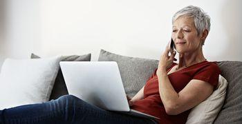 Starejši pletejo socialno mrežo z računalniško pismenostjo