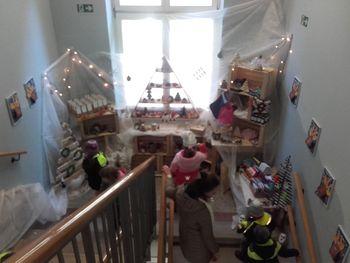 Na decemberski tržnici v enoti Tičnica zbirali sredstva za pomoč