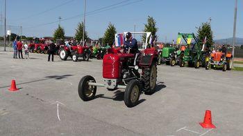 Srečanje starodobnih traktorjev