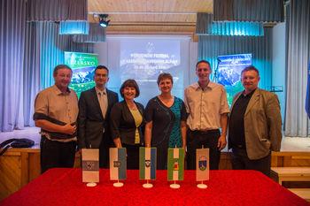 Na otvoritvi Pohodniškega festivala župani podpisali pogodbo o vzpostavitvi Združenja Kamniško-Savinjske Alpe