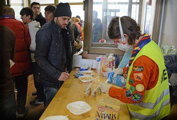 """Odziv na članek """"Enajst tisoč beguncev skozi Vrhniko"""""""