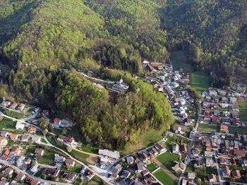 Na Logu letos dražja nadomestila za uporabo stavbnih zemljišč