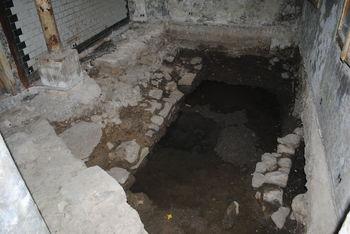 Rustjeva pekarna na temeljih rimskega obzidja