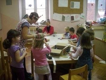 Predšolski otroci nagrajeni na 5. mednarodnem likovnem natečaju Igraj se z mano