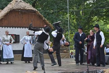 Folkloristi odplesali v Beltince