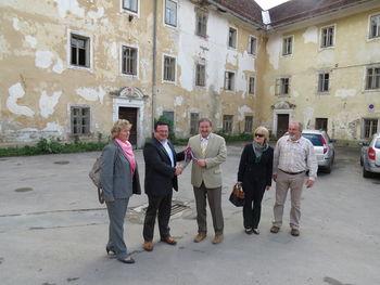 Grad Dvor tudi uradno v rokah Občine Preddvor