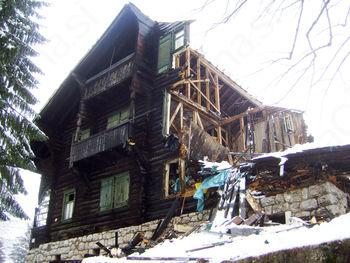 Karađorđevićeva vila klonila pod snegom