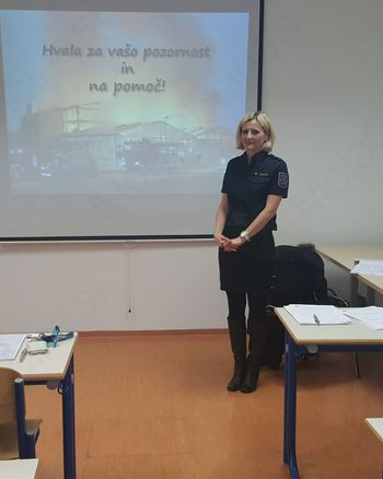 Poklicni gasilci v Sloveniji še tudi v zadnjih petih letih pred upokojitvijo podvrženi izobraževanju in psihofizičnim obremenitvam
