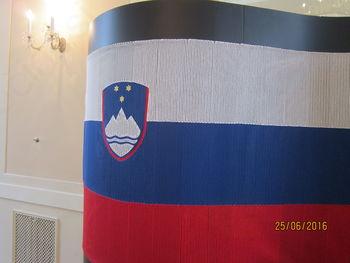 Klekljana slovenska zastava za četrt stoletja slovenske samostojnosti