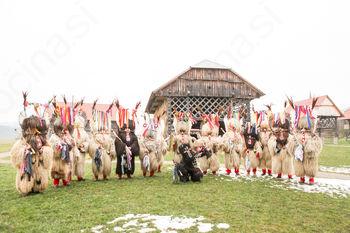 Kurenti v Deželi kozolcev