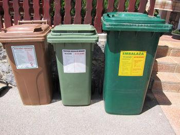 Zagotavljanje zabojnikov za odlaganje komunalnih odpadkov