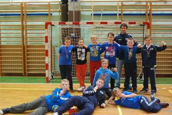 Mladi rokometaši na Zajčkovem turnirju v Radečah