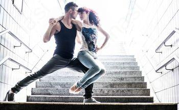 S plesom pripovedujeta zgodbe