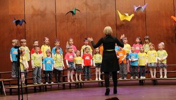 Pevski zbor Vrtca Kobarid na 5. festivalu otroških pesmi in plesov