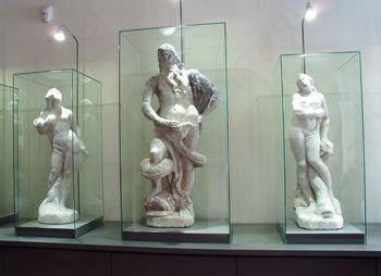 Vrnitev originalnih kipov z Neptunovega vodnjaka
