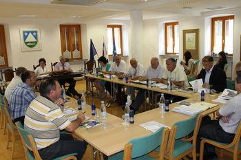 Seje Sveta regije v Kobaridu se je udeležil tudi minister za obrambo Roman Jakič