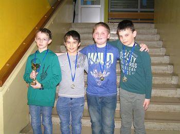 Dekleta do 15 in fantje do 12 let so ekipni regijski zmagovalci v šahu