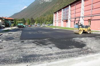 Dela na parkirišču pri Kulturnem domu Kobarid potekajo po planu
