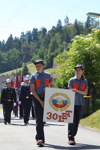 Člani PGD Podolnica s slavnostno sejo in parado počastili 30-letnico