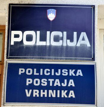 Policisti s stingerjem nad pobeglega voznika