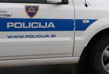 V prometni nesreči pri Desklah umrli dve osebi