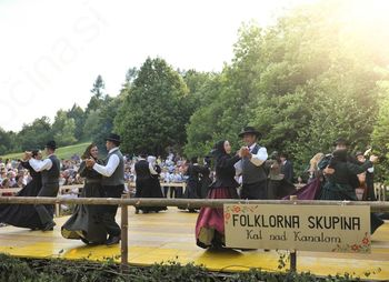 Zahvala članov predsednici folklorne skupine