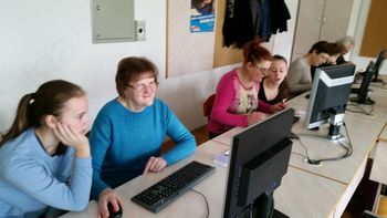 Upokojenci iz Oplotnice na računalniški delavnici