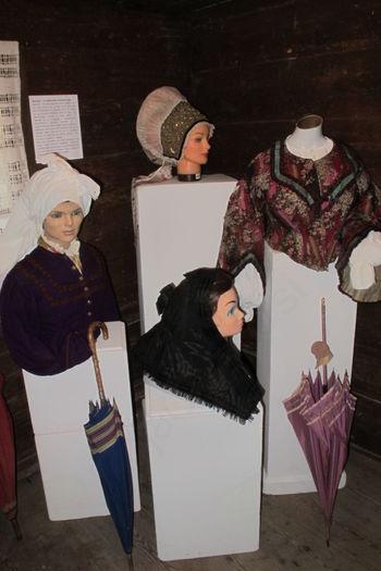 Razstava o oblačilni dediščini v Kurnikovi hiši