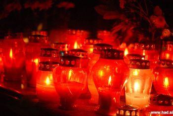 Z manj prižganimi svečami bolj prijazni do okolja