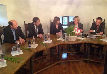 Grad Bogenšperk obiskala ministrica Alenka Smerkolj