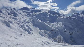 Na Voglu izmerili 350cm snega