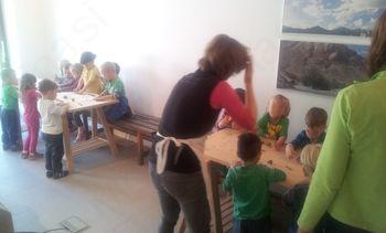 Obisk Zajčkov iz Vrtca Križe v Ustvarjalnici sred' gora