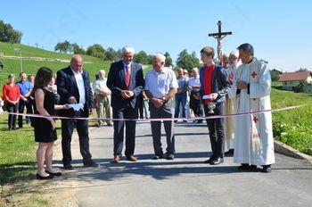 Blagoslov asfaltirane ceste in maša pri sv. Martinu Zlakova