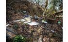 Odpadke ob Savi na Posavcu so občina in ribiči že večkrat odstranili, vendar jih neznani nevestneži kljub temu spet odložijo.
