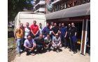Ekipa, ki je pomoč dostavila v Doboj z domačini