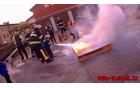 Prikaz gašenja s gasilnikom. Foto: Danijel Markič