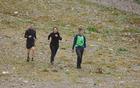 Premočeni pripravniki prihajajo v cilj [foto: Mateja Zdešar].
