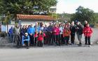 Skupinska slika na štartu pohoda v vasici Tuhelj na slovenski strani meje