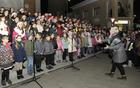 Več kot sto otroških glasov združenih otroških zborov OŠ Ivana Roba Šempeter je s pesmijo pričaralo praznično vzdušje. (Foto: Foto atelje Pavšič Zavadlav)