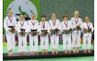 Slovenska ženska reprezentanca na podelitvi (foto : Slovenia Olimpic team)
