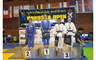 Zala Pečoler z osvojenima dvema zlatima medaljama