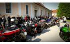 Nepregledna množica motorjev čaka na blagoslov