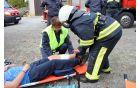 Cvetka (s čelado) pri reševanju ponesrečenca na letošnji vaji članic v Šmarju-Sapu.