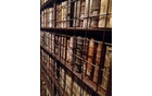 Samostanska knjižnica poseduje več kot 2500 zgodovinskih knjig